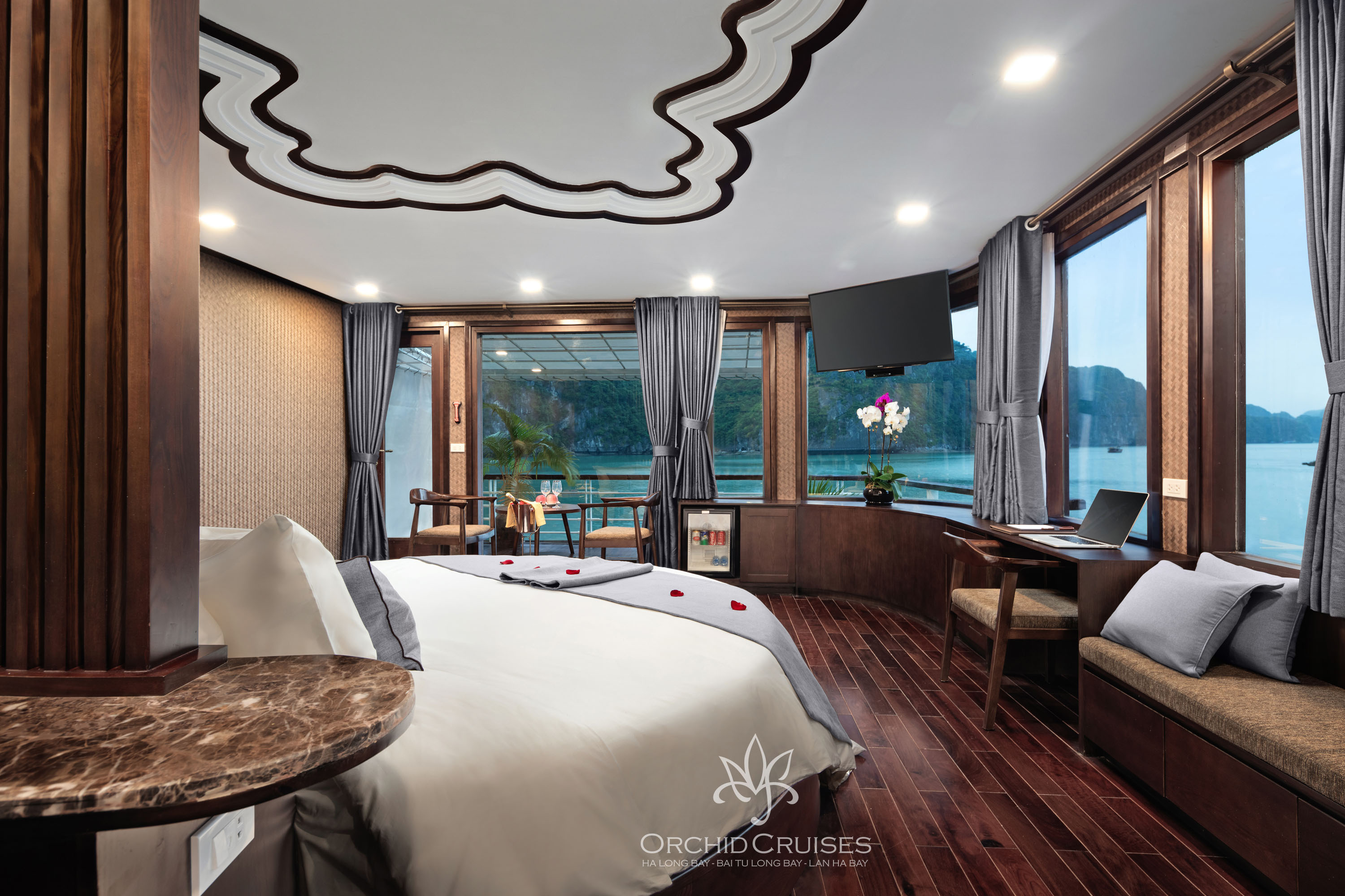 Orchid cruise + Apricot Hotel